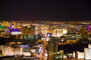 Der Artikel berichtet über die besten Unterkünste und Unterhaltungsmöglichkeiten in Las Vegas.